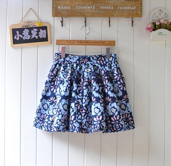 蓝色蓬蓬裙半身