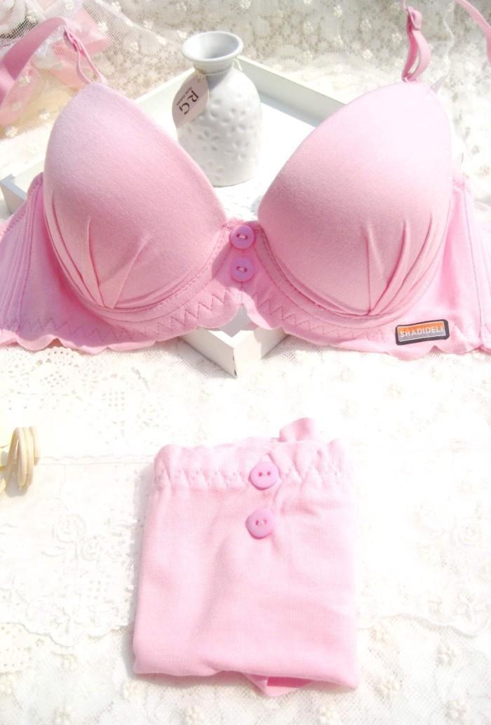 时尚粉色内衣搭配