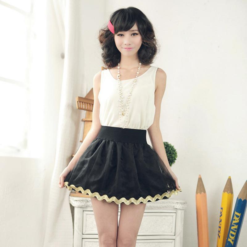 花边黑色半身裙搭配