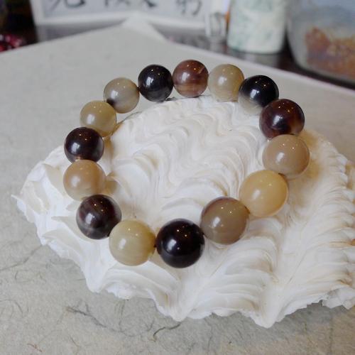 旄牛角的算盘珠子手钏 质地温和,光泽儒雅,有玳瑁之色.
