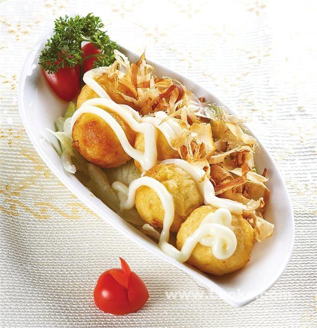 章鱼#章鱼烧~新鲜包菜,洋葱,核桃,姜丝都切成碎粒,面粉鸡蛋少许盐谁收购鸡蛋图片