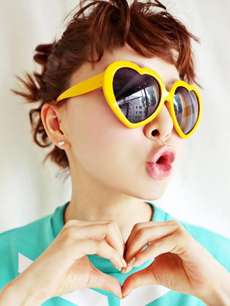 可爱时尚爱心型糖果色墨镜