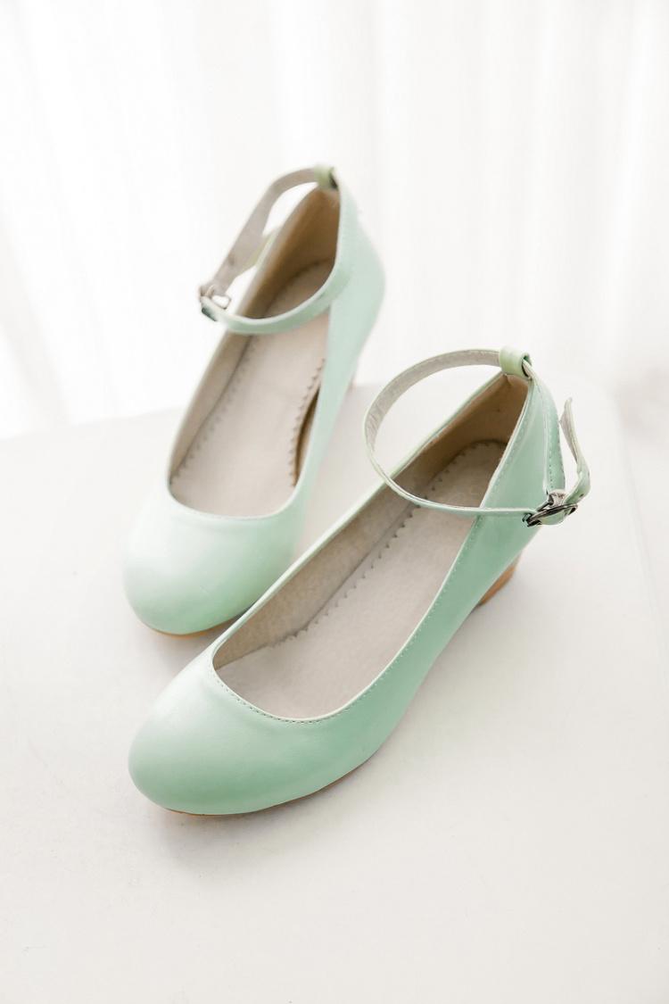 小公主 甜美素面扣带坡跟单鞋