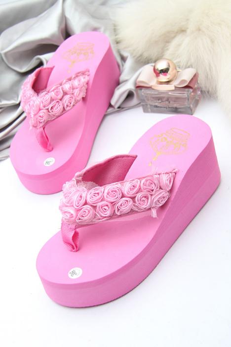 蕾丝玫瑰花朵厚底夹脚坡跟凉拖鞋