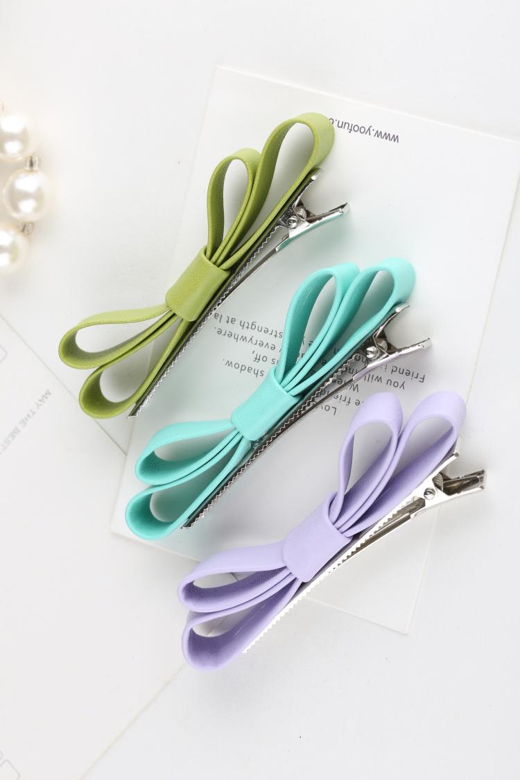 个性签名  如下图:最后用剪刀把下面的飘带剪一剪变得更像蝴蝶结.