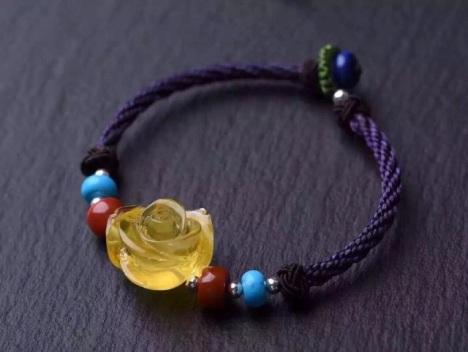 美货来袭!手工编织绳搭配南红,松石,蜜蜡 蜜蜡玫瑰花重2.1克 总重4.