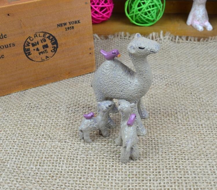 【zakka摆件温馨森林骆驼一家多肉植物小动物树脂