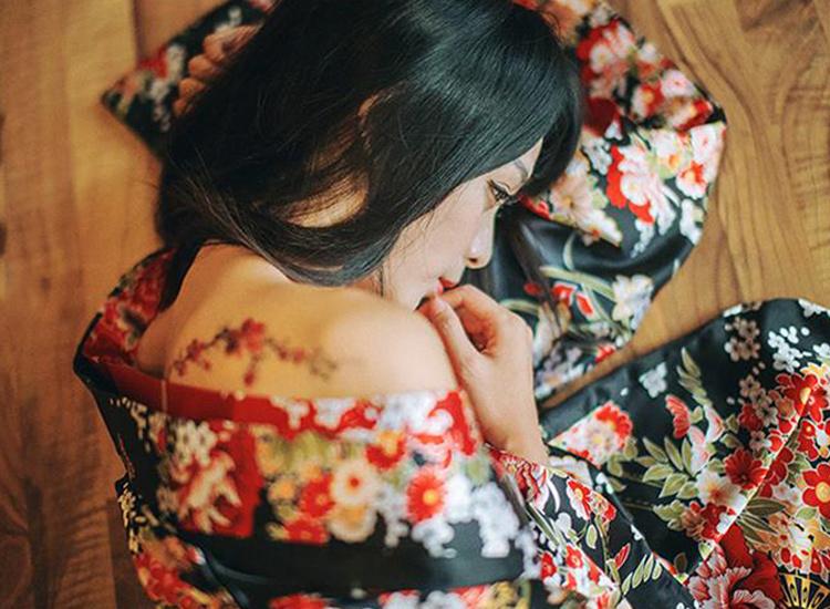 梅花花藤胸口手腕彩色女纹身贴