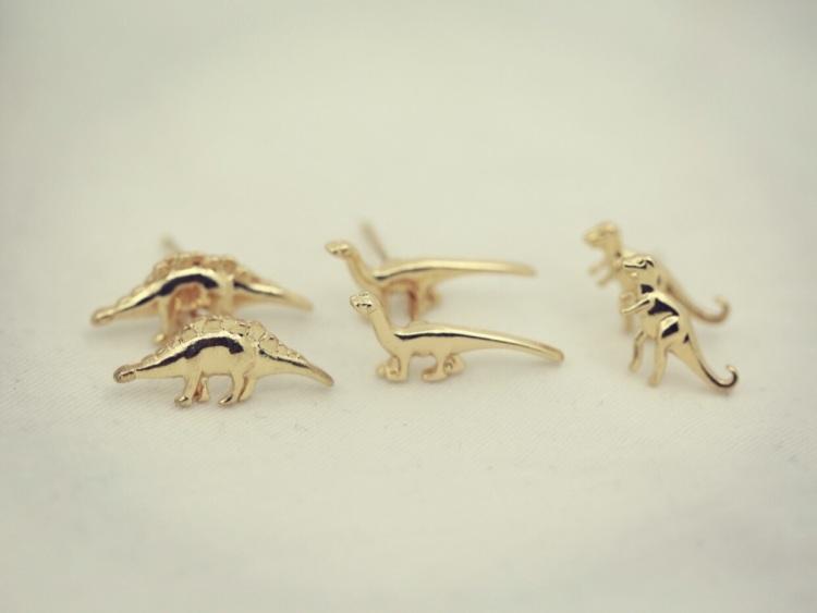 原单充满童趣的可爱小恐龙耳钉,一套有三对喔~超级划算!