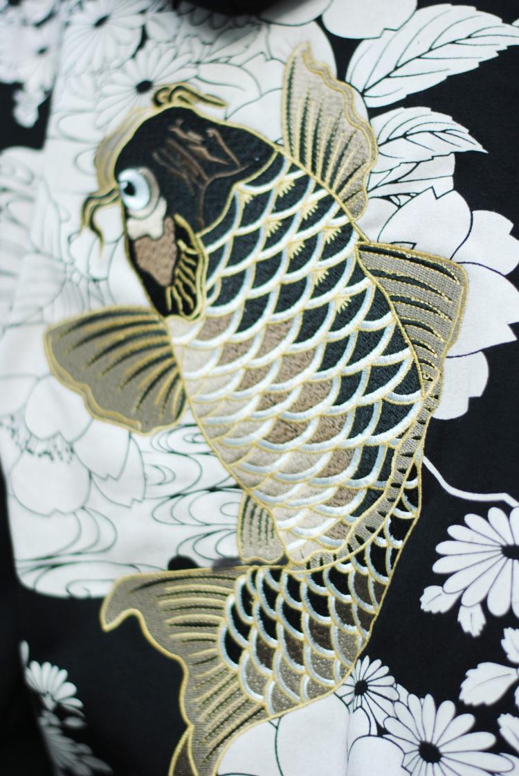 衣长:常规款(51-65cm) 领型:连帽/帽领 图案:刺绣,花卉,植物,动物