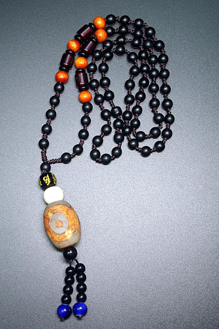 项链纯手工编织,一个结一个珠子