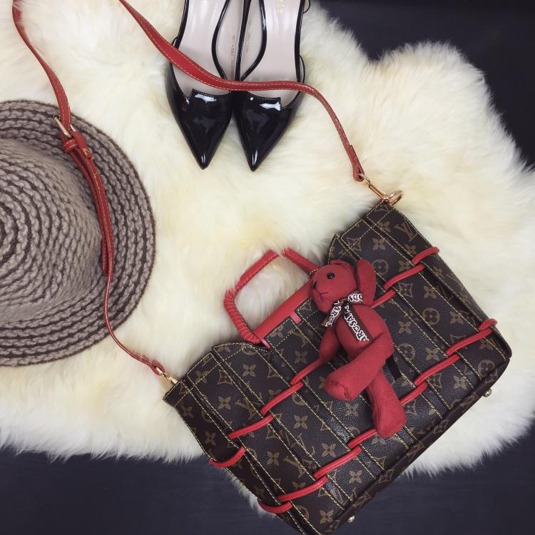 lv菜篮子小熊挂件编织手腕手提包