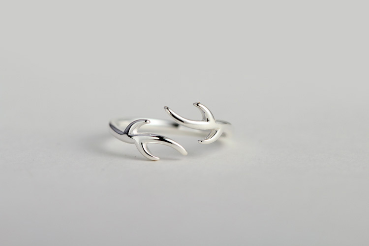 纯银镶嵌宝石 形状/图案:小熊/小猪/小动物 材质:纯银 尺码说明 戒指