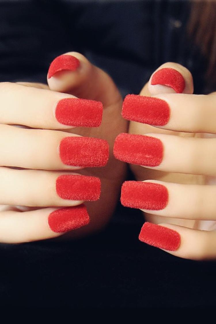 深红色蔷薇花纹身