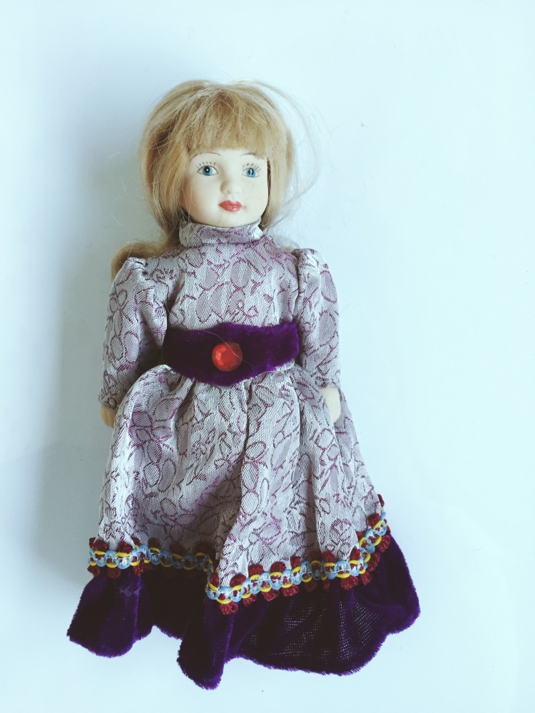 【欧式复古陶瓷娃娃/紫色丝绒帽子斗篷】-无类目