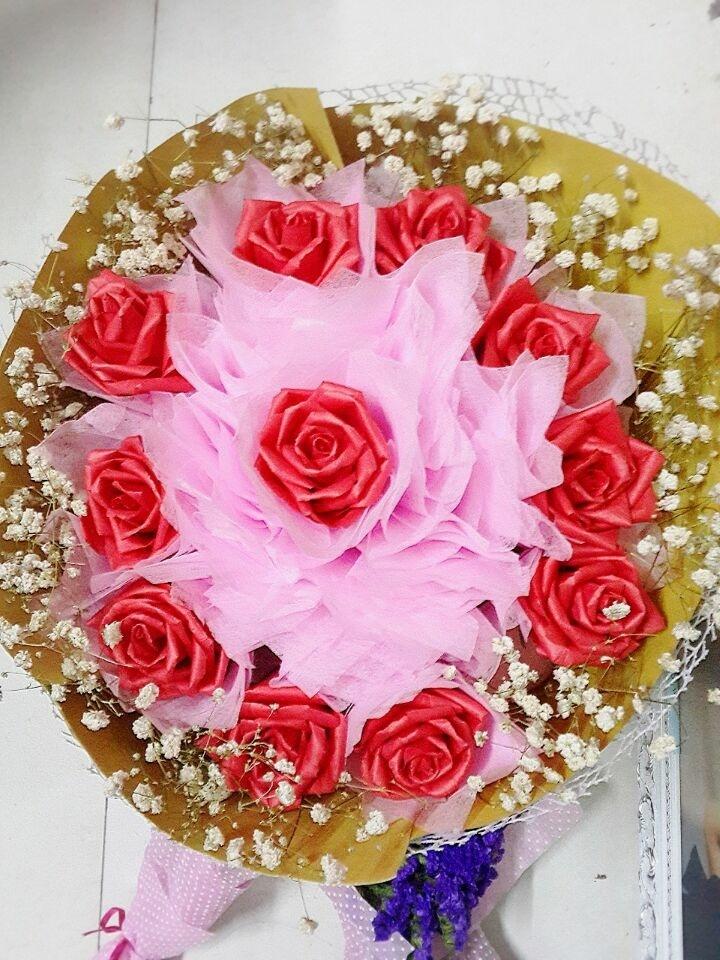 折纸玫瑰满天星花束提花网包装