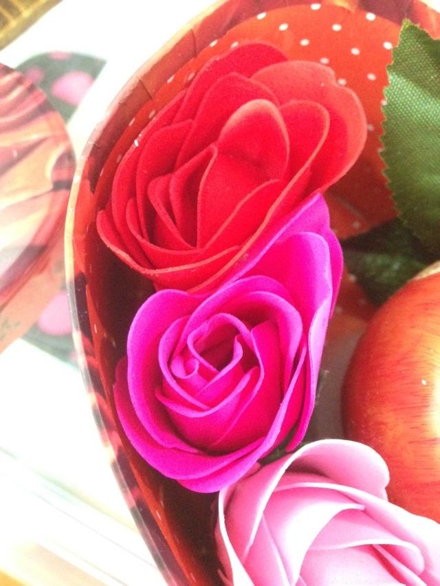 【圣诞蜡烛苹果玫瑰花礼盒爱情的象征】-无类目-其他