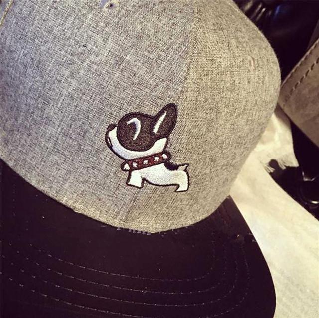商品描述 韩版秋冬可爱刺绣动物图案棒球帽小熊小狗毛呢嘻哈帽子情侣