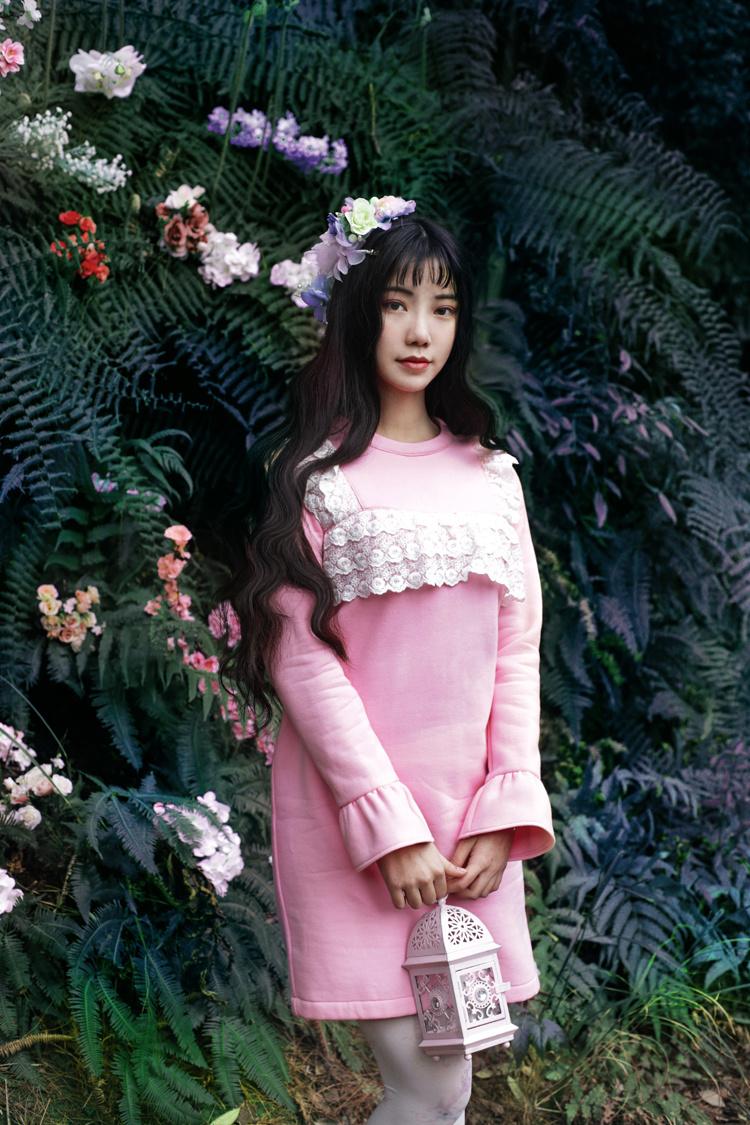 诺里原创设计甜美洛丽塔圆领蕾丝花边荷叶袖直筒加绒卫衣连衣裙