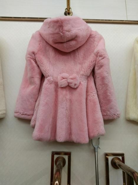 可爱型蝴蝶结獭兔外套