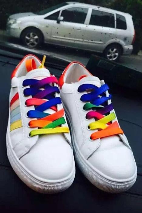 权志龙 明星同款彩色鞋带小白鞋图片