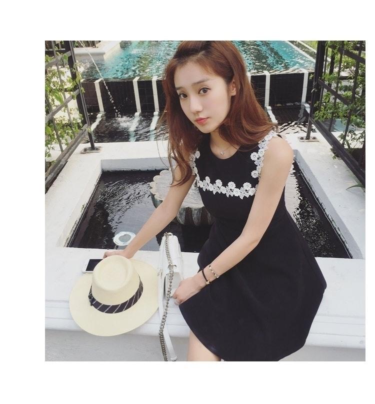 【【大美女】韩版新款白边小黑裙无袖圆领黑色连衣裙
