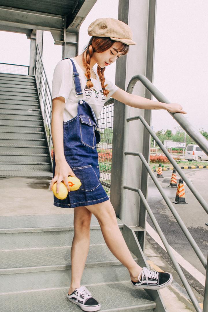 韩版新款宽松大码牛仔背带裙